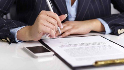Prin intermediul birourilor de avocatură partenere, oferim consiliere juridică, asigurând pregătirea actelor necesare pentru demararea procedurilor judiciare (cereri de chemare în judecată pentru divorţ, partaj, încredinţare minor/minori, pensie alimentară, etc).